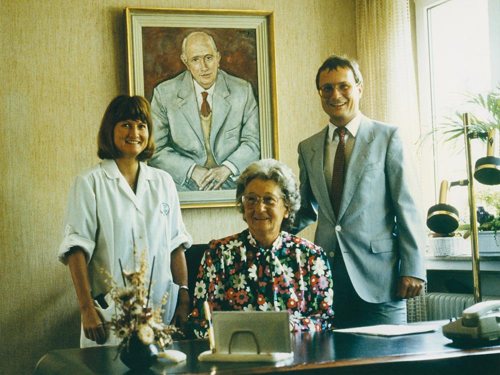 他们的女儿,药剂师Birgit Wilrich博士接管了生产管理。